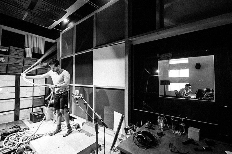Foley Artist Bernd Dormayer Blautöne - Audio Postproduktion Tonstudio Wien