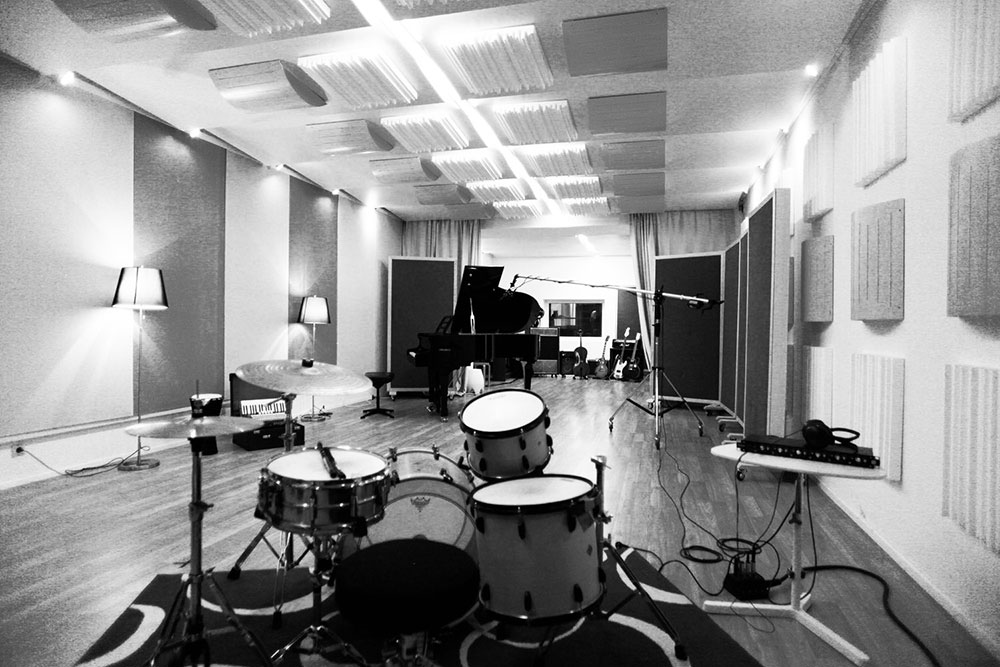 Recordingstage   ADR Recording Room   Aufnahmeraum Musicstudio   Musikproduktion   Filmmusik Blautöne - Audio Postproduktion Tonstudio Wien