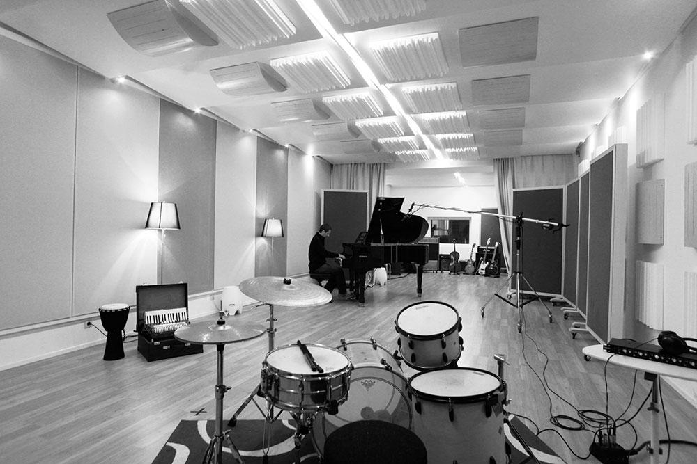 Recordingstage | Aufnahmeraum Blautöne - Audio Postproduktion Tonstudio Wien