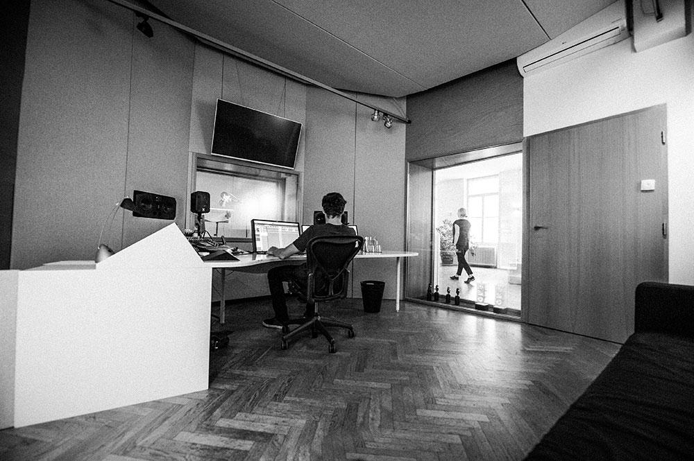 Studio 1 Sprachaufnahme | Voice Over Blautöne - Audio Postproduktion Tonstudio Wien