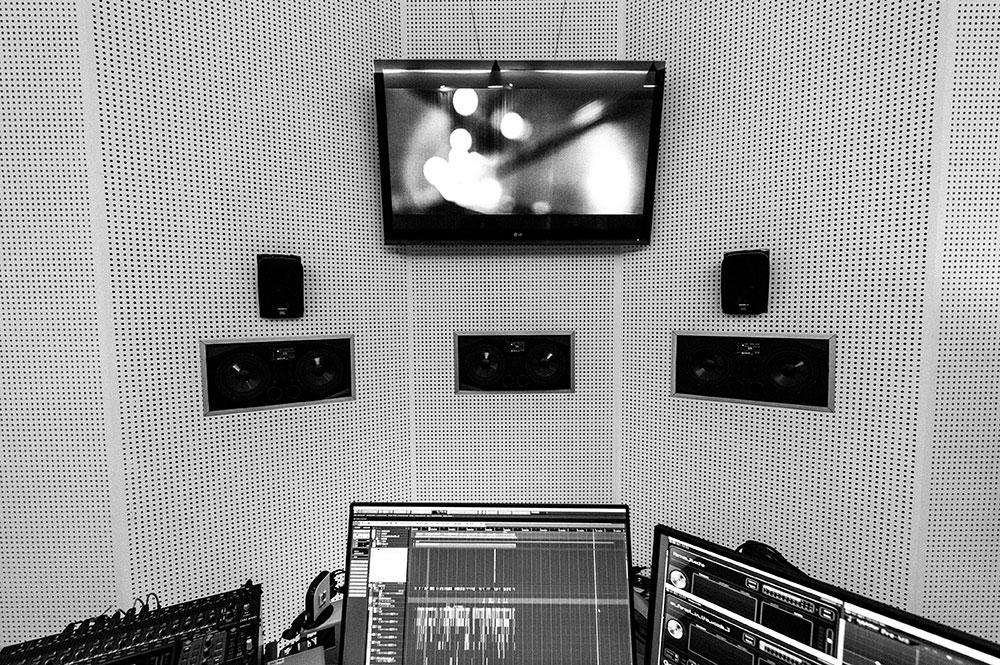 Studio 2 Sprachaufnahme | Voice Over | Tonmischung Blautöne - Audio Postproduktion Tonstudio Wien