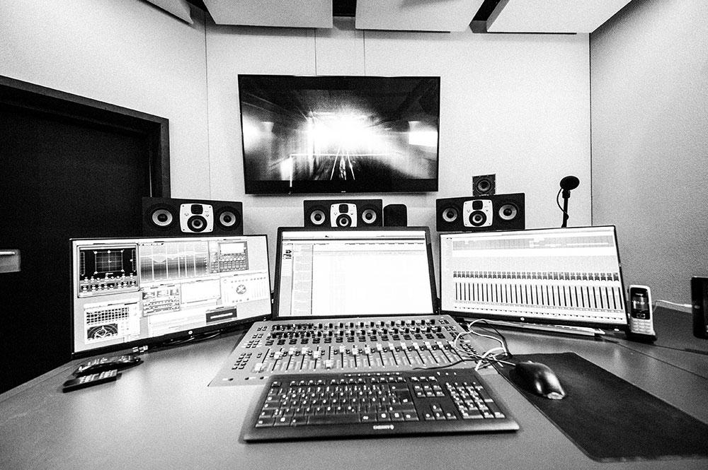 Studio 6 | Dolby Atmos Home Suite Blautöne - Audio Postproduktion Sound Design | Sound Editing Tonstudio Wien
