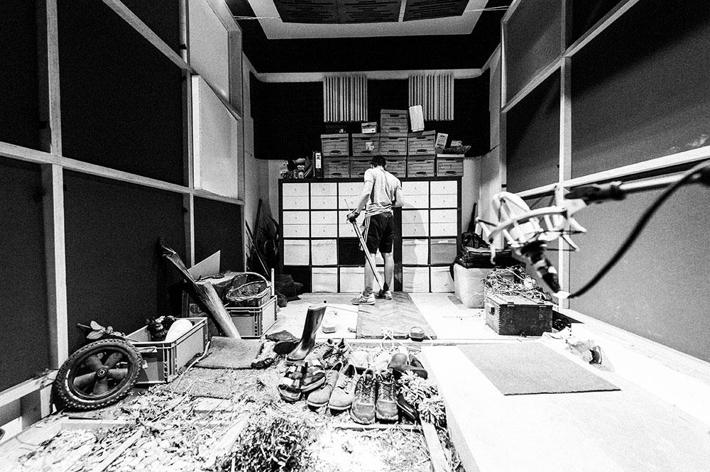Foley Stage Geräuschvertonung   Foley Artist Blautöne - Audio Postproduktion Tonstudio Wien
