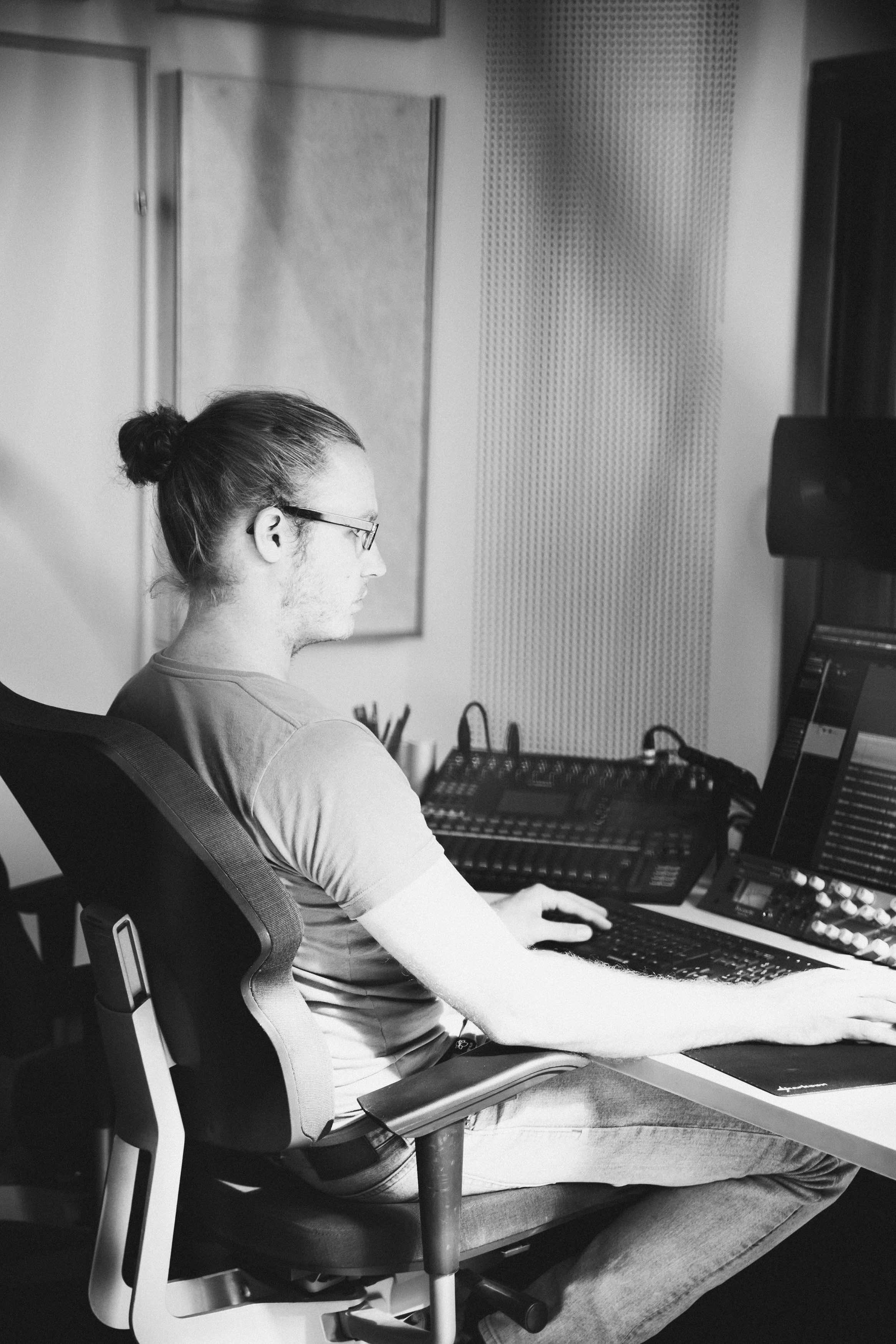 Günther Oberleitner Sound Editor, Mixing Engenieer, Foley Recordist, Studio Technician, Tonmeister