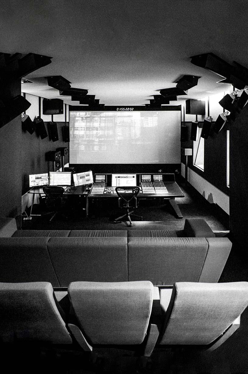 Blautöne Tonstudio | Audio Postproduktion | Tonstudio Wien | Dolby Atmos Studio | Sound Design und Mischung für Film & TV