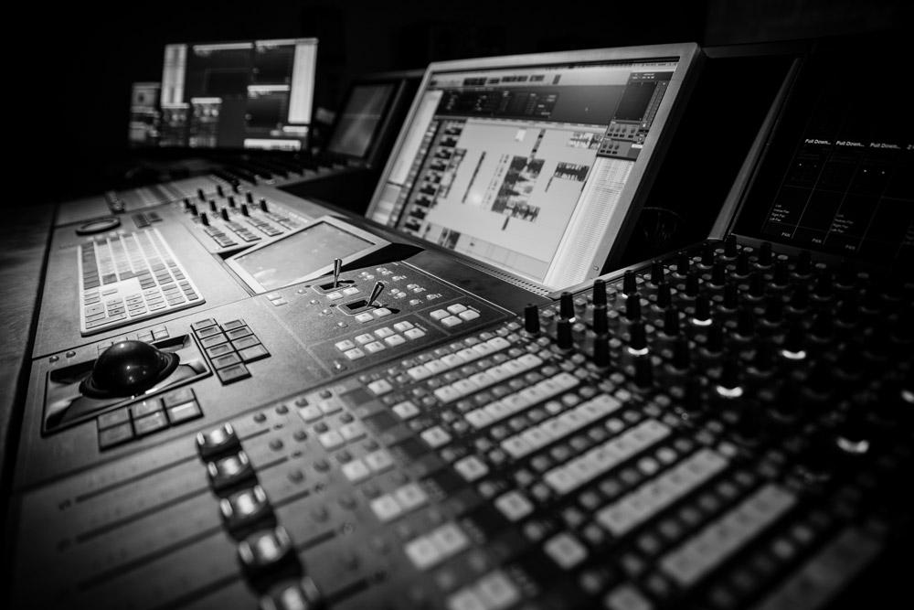 Brudner Jakob | Blautöne Tonstudio | Audio Postproduktion | Tonstudio Wien | Dolby Atmos Studio | Sound Design und Mischung für Film & TV